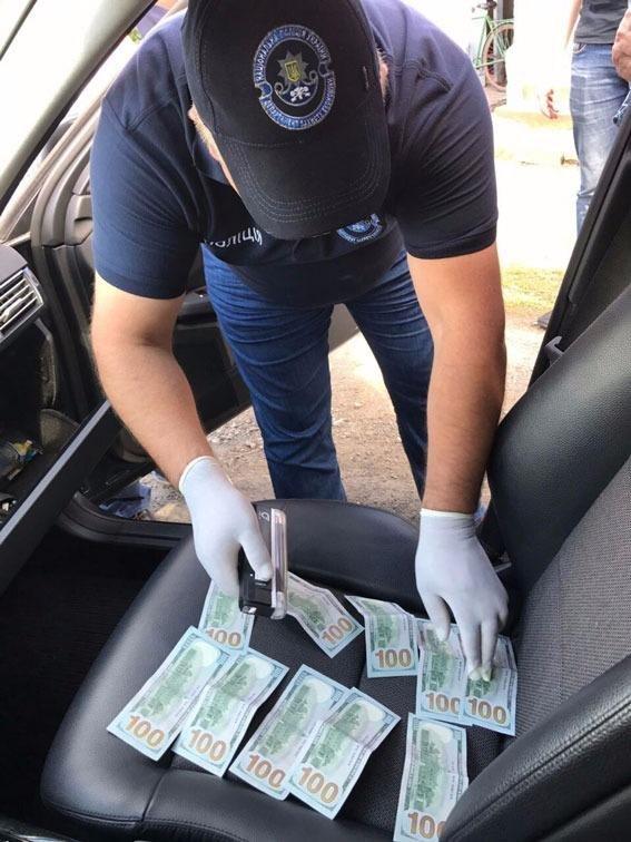Директора медичного коледжу у Хусті затримали на хабарі у 1000 доларів: фото, фото-3