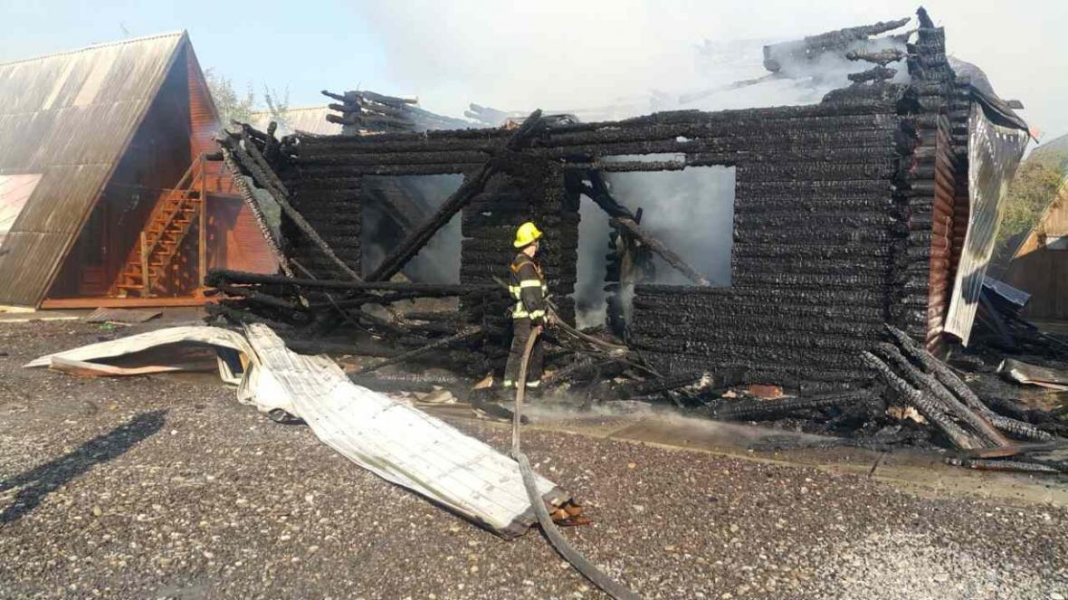 Масштабна пожежа у Солотвині -  вогонь знищив частину комплексу турбази: фото, відео, фото-4