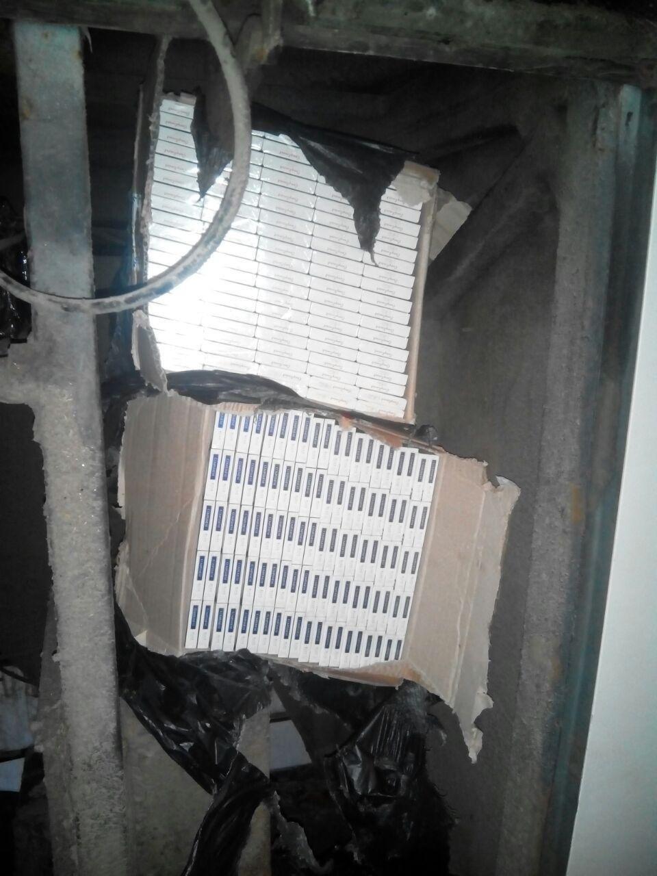 """На КПП """"Тиса"""" у автобусі """"Чоп-Будапешт"""" знайшли 1 500 пачок цигарок: фото, фото-2"""