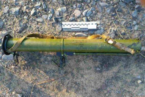 Поліція оприлюднила фотографії з місця стрілянини з гранатомету по магазину у Мукачеві, фото-1