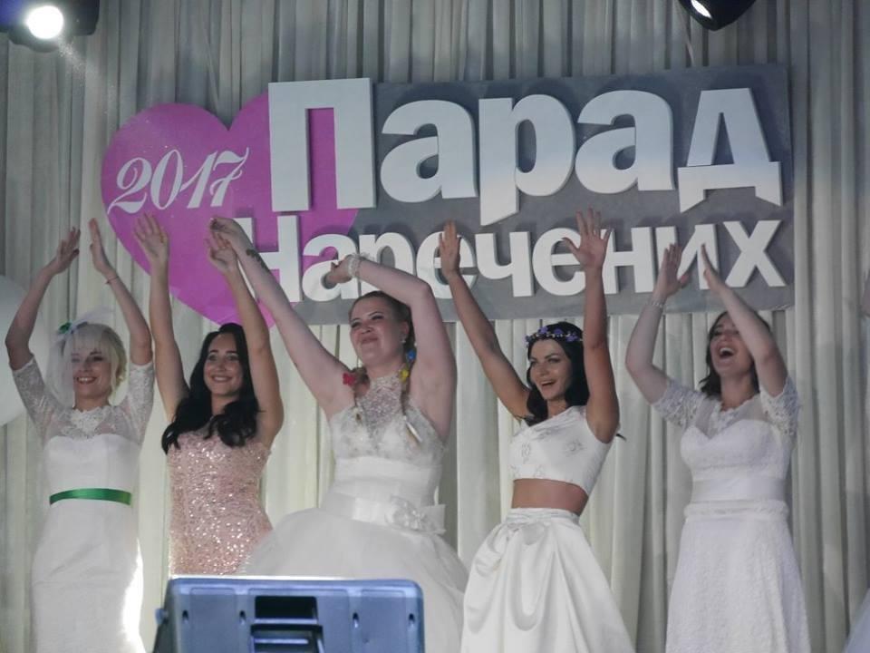 Іраклій та 60 красунь: в Ужгороді пройшов 8-й Парад наречених - фоторепортаж, фото-5