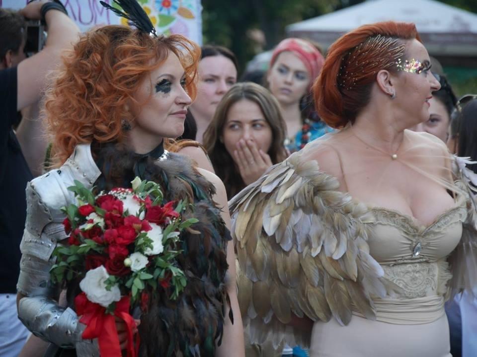 Іраклій та 60 красунь: в Ужгороді пройшов 8-й Парад наречених - фоторепортаж, фото-8