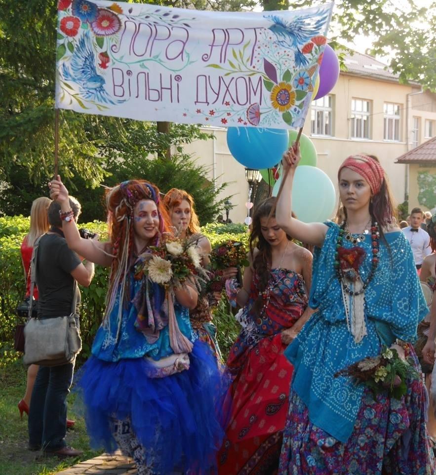 Іраклій та 60 красунь: в Ужгороді пройшов 8-й Парад наречених - фоторепортаж, фото-4