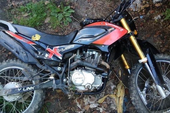 """На Рахівщині водій на """"БМВ"""" збив хлопця з дівчиною на мотоциклі - обоє у лікарні: фото, фото-2"""