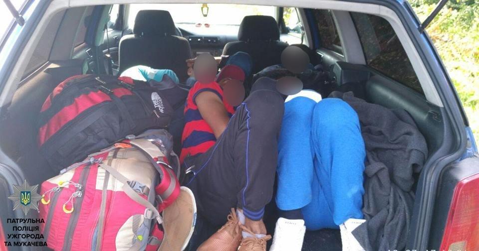 Як закарпатець за 50 доларів возив до Словаччини індусів у багажнику: фото, відео, фото-3
