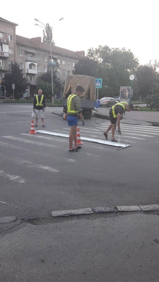 Ужгородська мерія похвалилася новою розміткою Минайської та проспекту Свободи: фото, фото-3