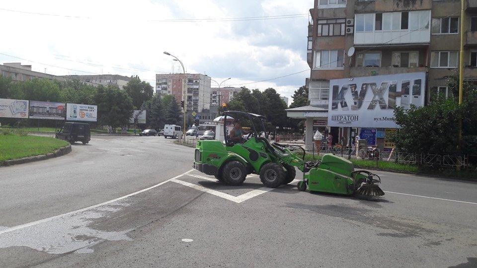 Мер Андріїв похвалився машиною із Фінляндії, яка прибиратиме вулиці Ужгорода: фото, фото-2