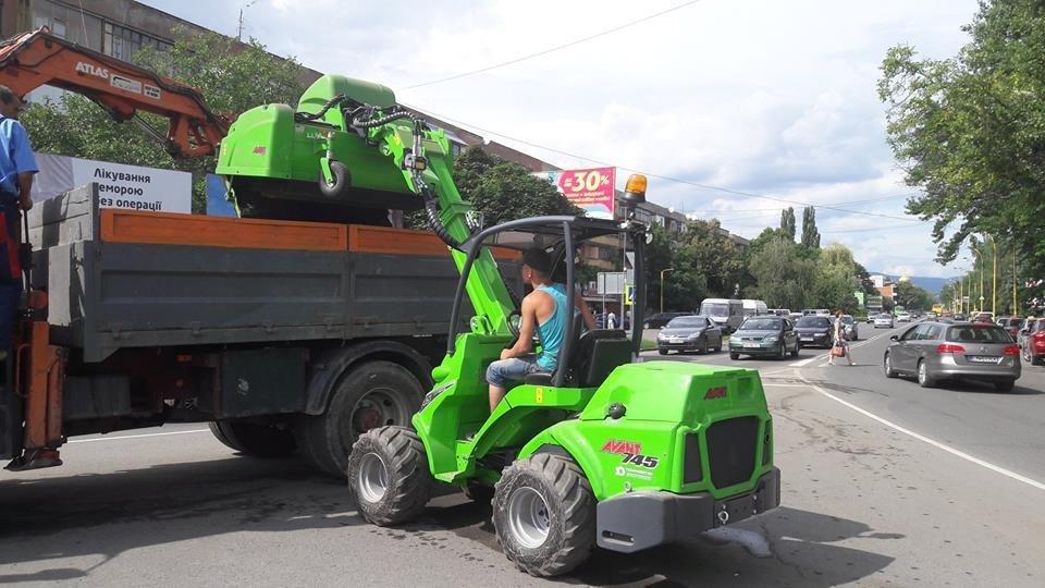 Мер Андріїв похвалився машиною із Фінляндії, яка прибиратиме вулиці Ужгорода: фото, фото-1