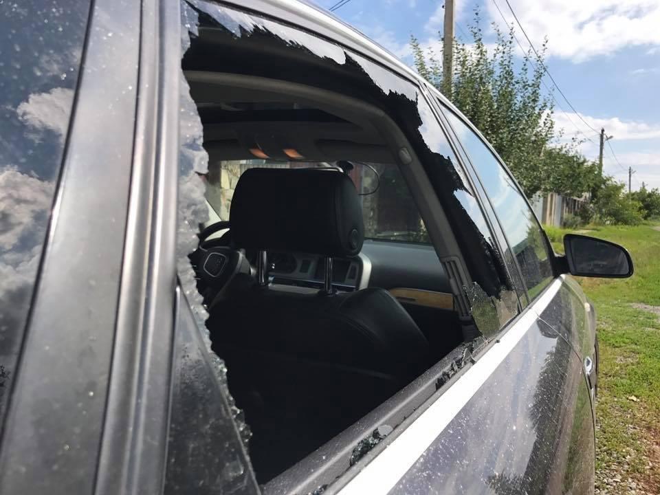 В Ужгороді невідомі жбурнули камінь у вікно автомобіля місцевого журналіста: фото, фото-4