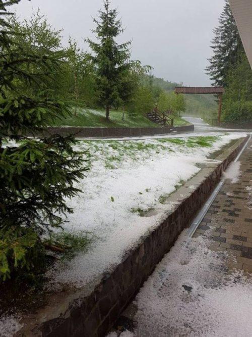 """""""Сніг"""" у липні: закарпатці діляться фотографіями наслідків граду на Воловеччині, фото-1"""