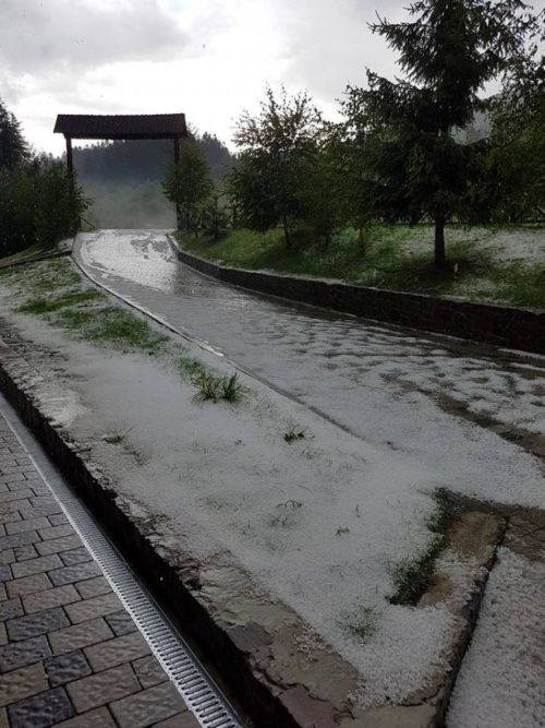"""""""Сніг"""" у липні: закарпатці діляться фотографіями наслідків граду на Воловеччині, фото-2"""