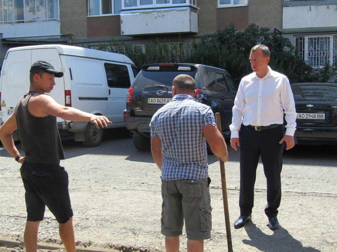 В Ужгороді розпочали ремонт ще однієї дороги: фото, фото-3
