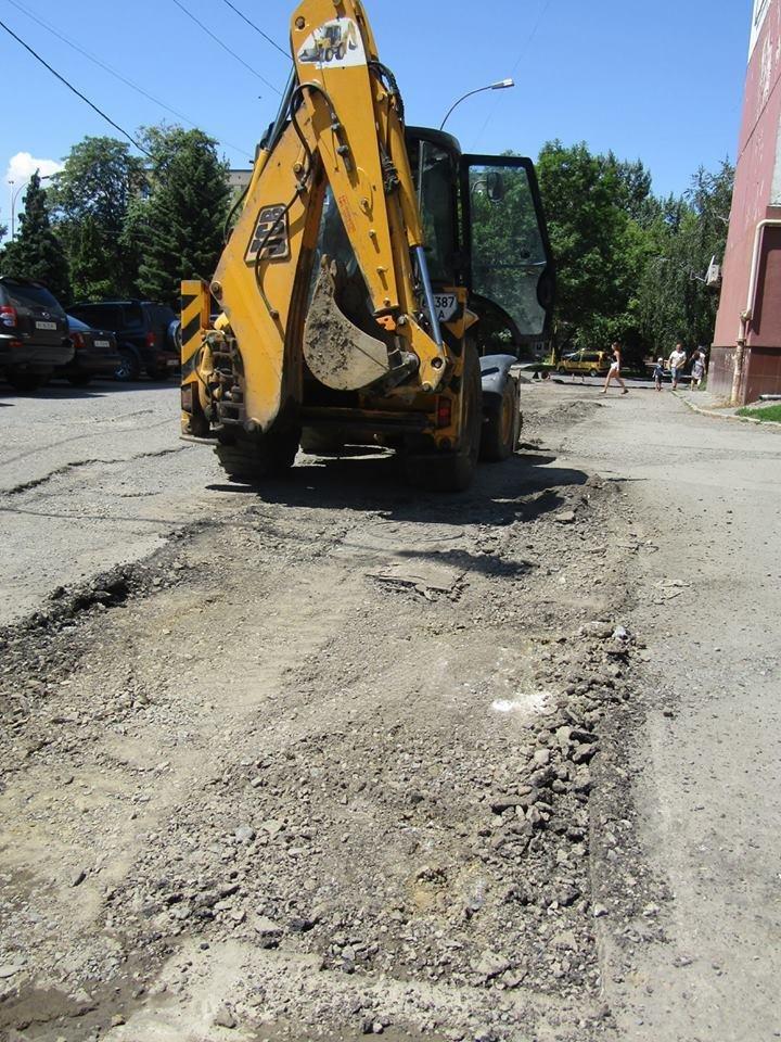В Ужгороді розпочали ремонт ще однієї дороги: фото, фото-1
