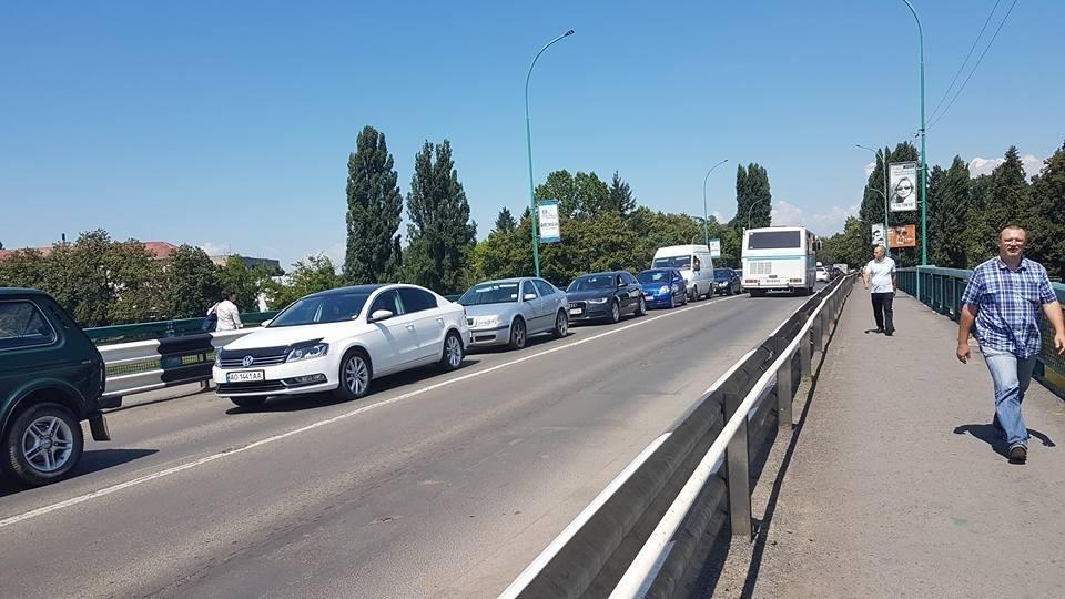 В Ужгороді ремонтують транспортний міст Масарика: до 22-ї години рух буде ускладнено (ФОТО), фото-1