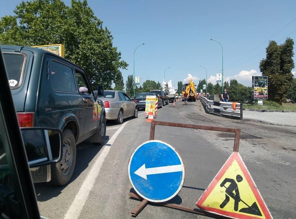 Затор до площі Дружби Народів: ужгородці нарікають на ремонт транспортного мосту у розпал дня, фото-1