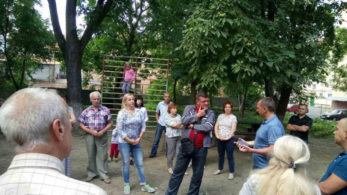В Ужгороді на Льва Толстого у будинку 72 квартири тиждень були без води, а їхні підвали затоплювало: фото, фото-2