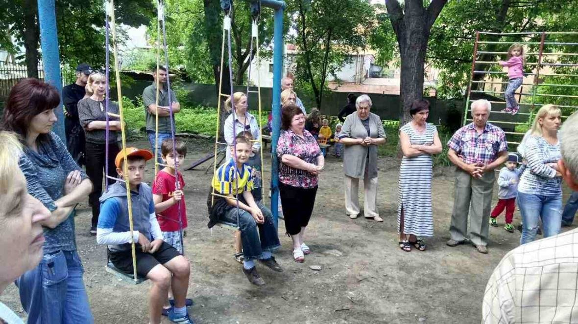 В Ужгороді на Льва Толстого у будинку 72 квартири тиждень були без води, а їхні підвали затоплювало: фото, фото-4