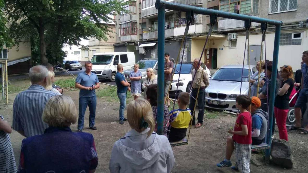 В Ужгороді на Льва Толстого у будинку 72 квартири тиждень були без води, а їхні підвали затоплювало: фото, фото-5