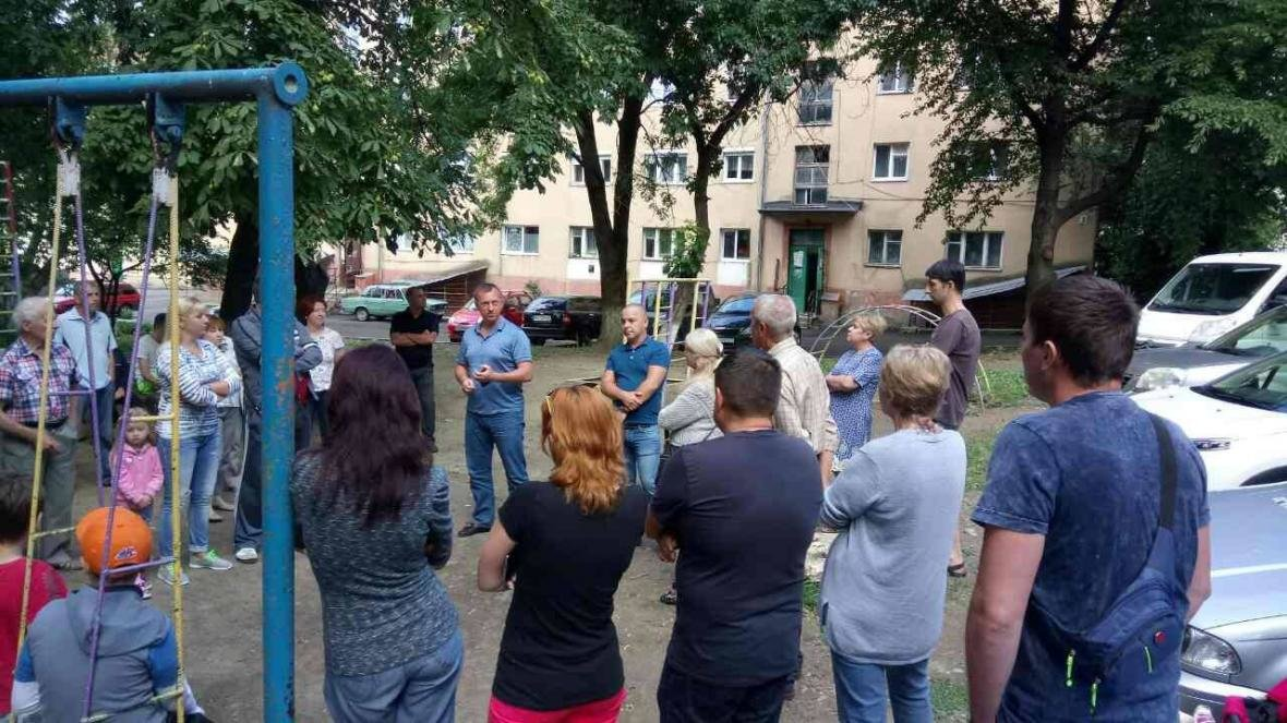 В Ужгороді на Льва Толстого у будинку 72 квартири тиждень були без води, а їхні підвали затоплювало: фото, фото-6