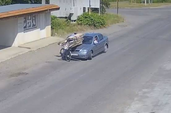 """У Виноградові водій """"Опеля"""" здійснив наїзд на 77-річного велосипедиста, який виїхав на """"зустрічку"""": фото, фото-1"""