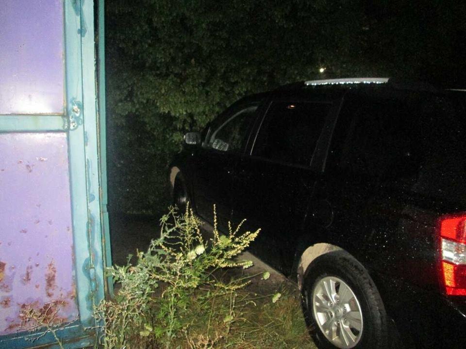 В ужгородця з машини біля ресторану украли 250 000 гривень: фото, фото-1