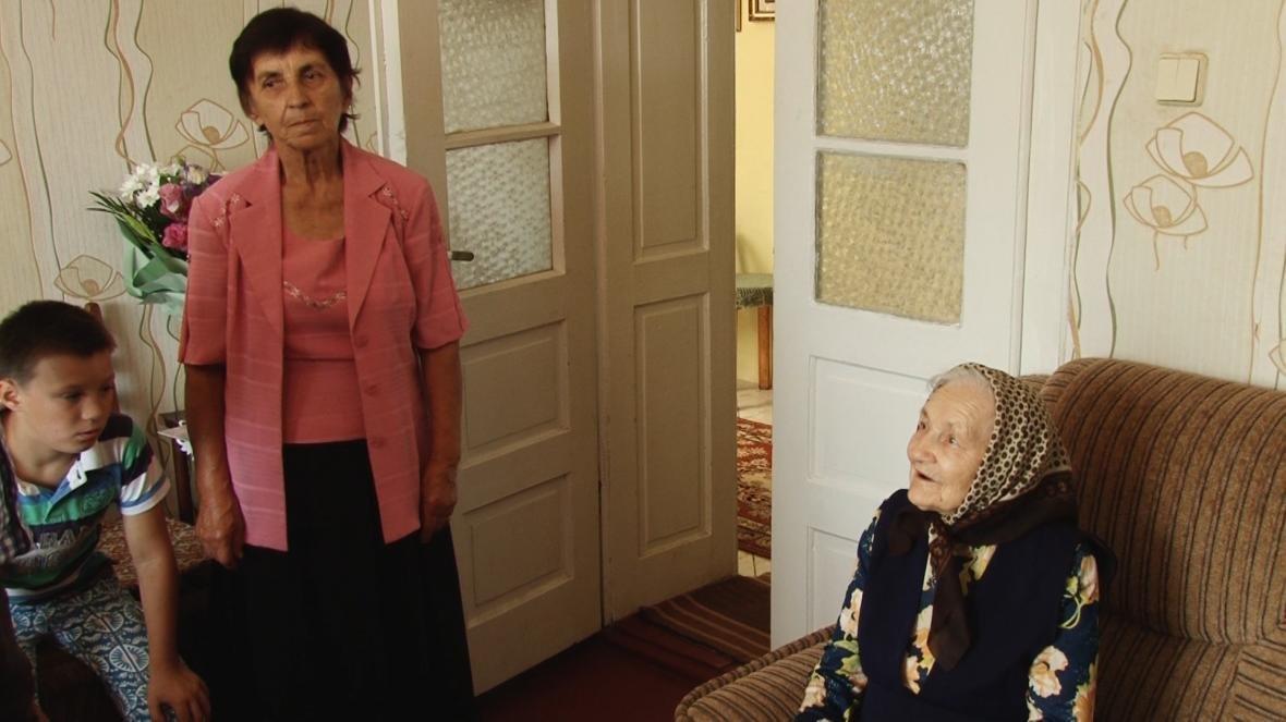 У Сторожниці пані Анастасія Шевчук відсвяткувала свою 102-у річницю: фото, фото-1