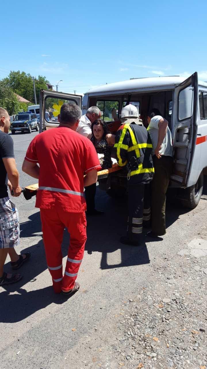 З'явилися фото жахливої ДТП біля Хуста, в якій постраждало 4 людини, фото-6