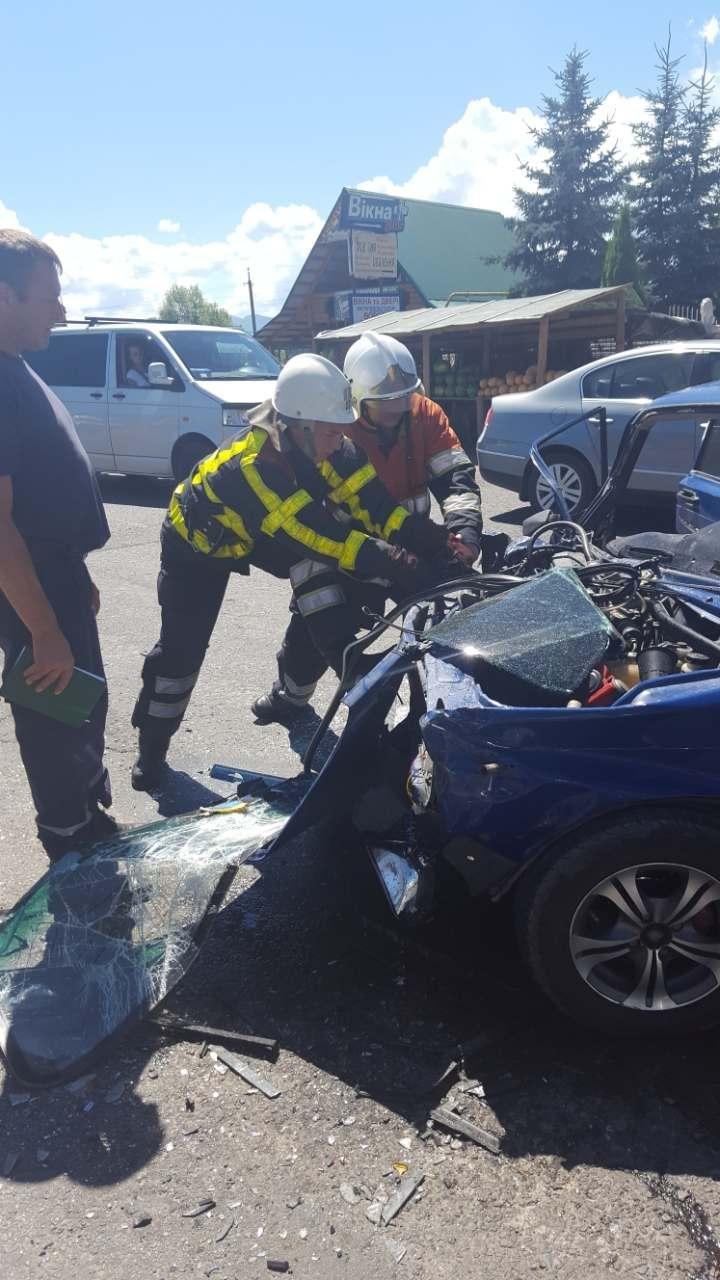 З'явилися фото жахливої ДТП біля Хуста, в якій постраждало 4 людини, фото-4