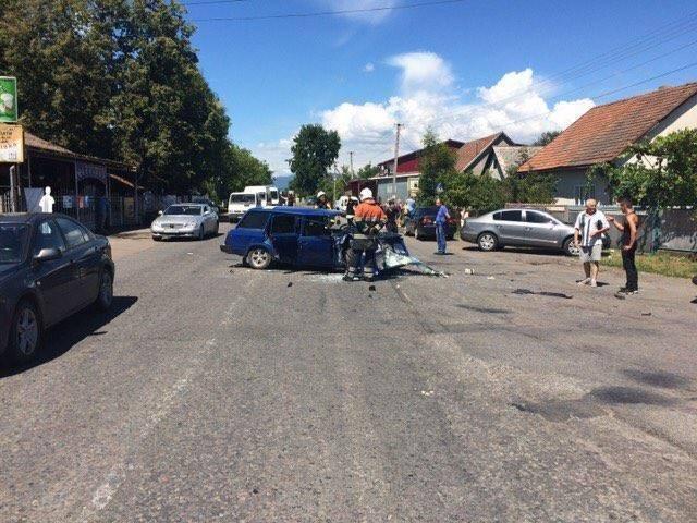З'явилися фото жахливої ДТП біля Хуста, в якій постраждало 4 людини, фото-2