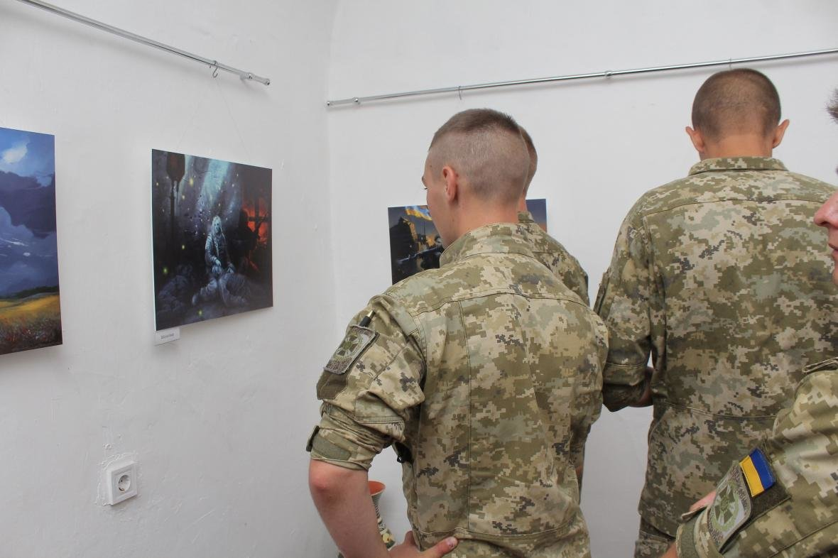 """Героїчні картини: у Мукачеві відкрили виставку """"Кордон"""" з історіями охоронців України, фото-16"""