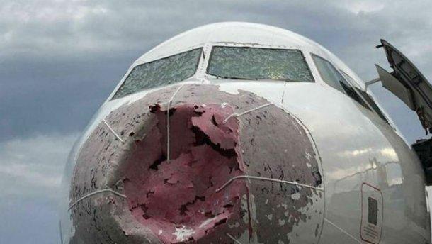 Герой дня - український пілот посадив літак під час потужної грози і врятував 127 людей: фото, фото-1