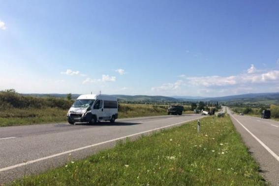"""На Ужгородщині - потрійне ДТП за участю двох """"Фіатів"""" та вантажівки: фото, фото-1"""