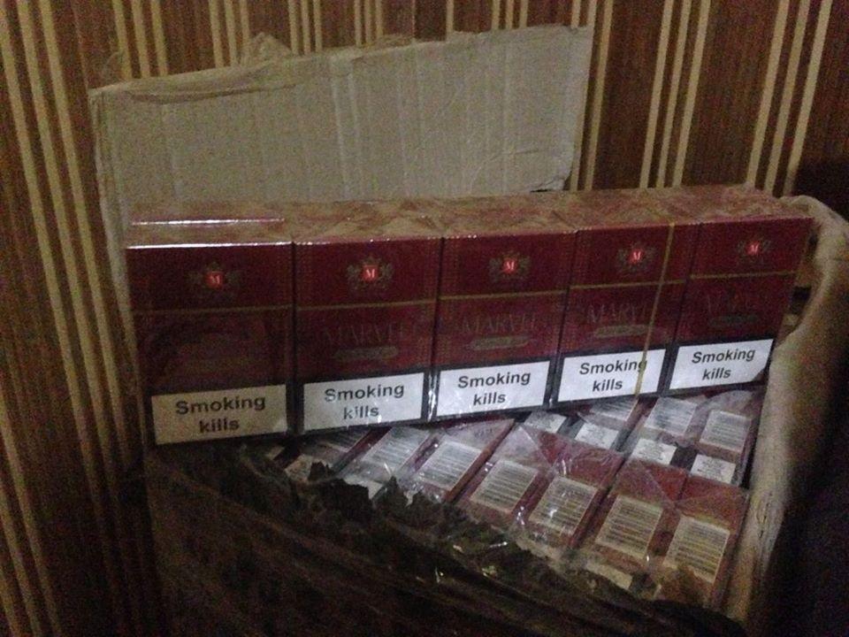 На Закарпатті прикордонники виявили велику партію контрабандних цигарок: фото, фото-6