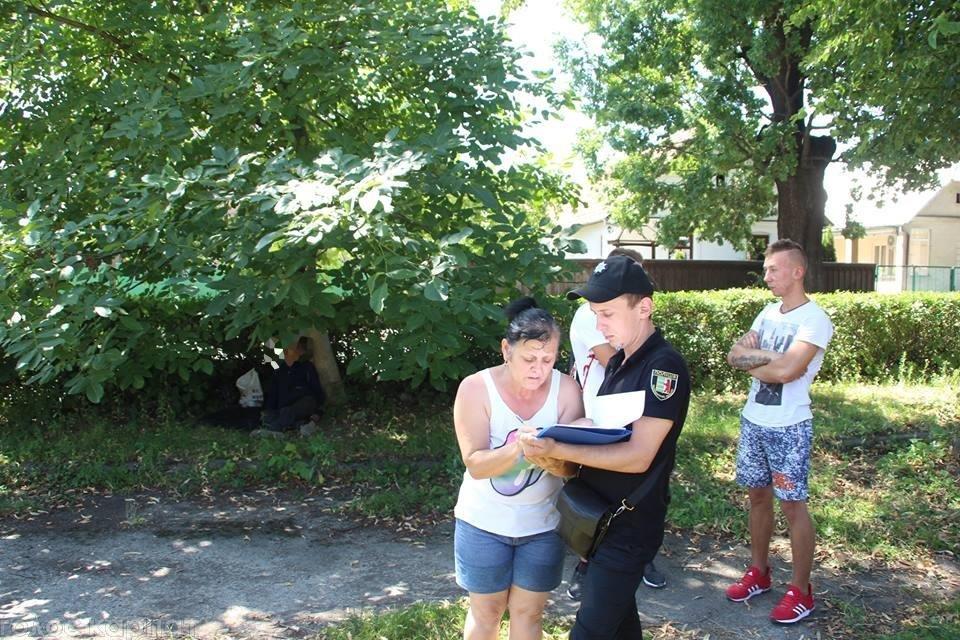 У центрі Виноградова перехожі натрапили на тіло повішеного чоловіка: фото, фото-2