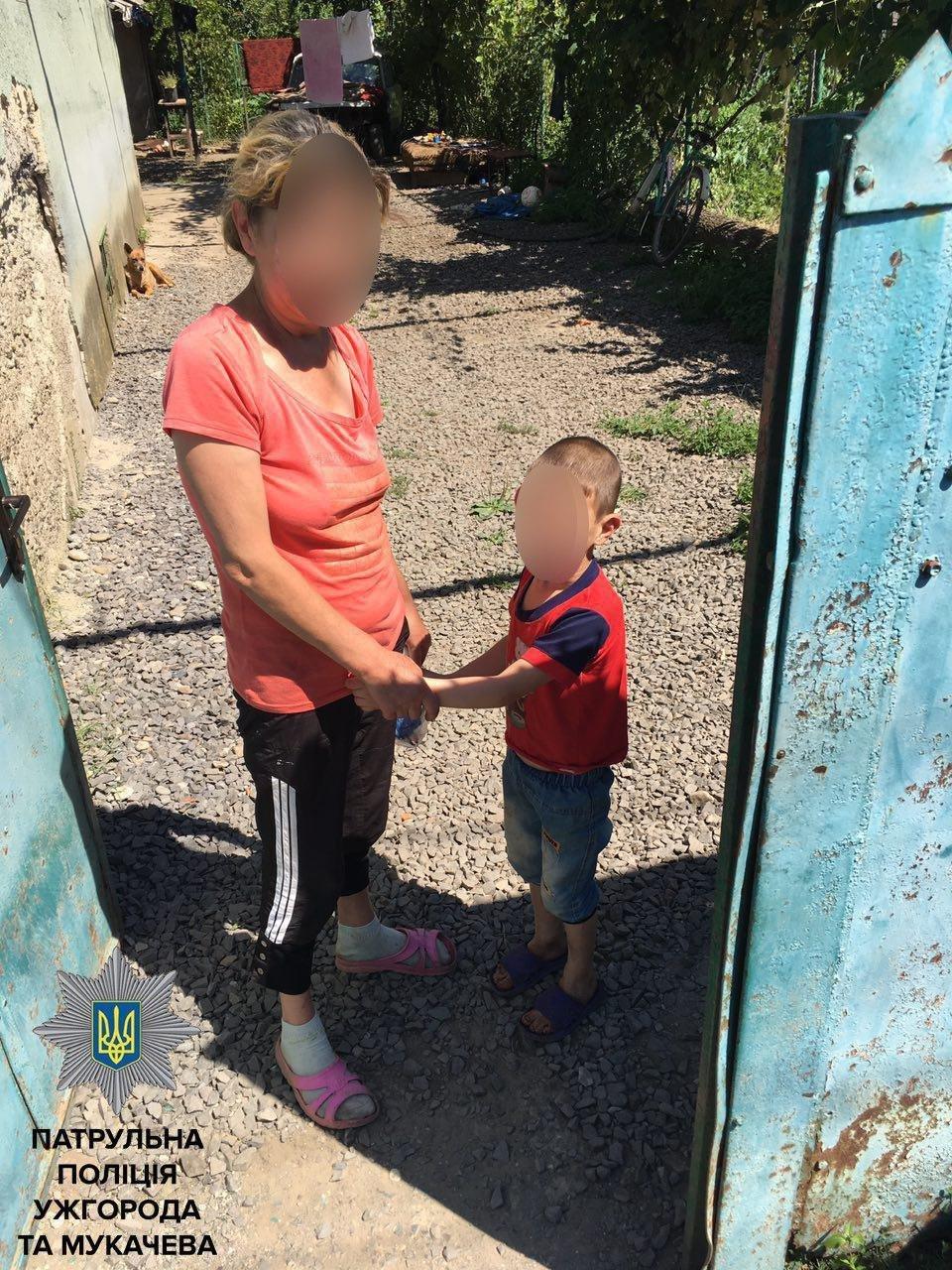 У Мукачеві патрульні натрапили на переляканого 5-річного хлопчика, який не розмовляв і не міг знайти батьків: фото, фото-2
