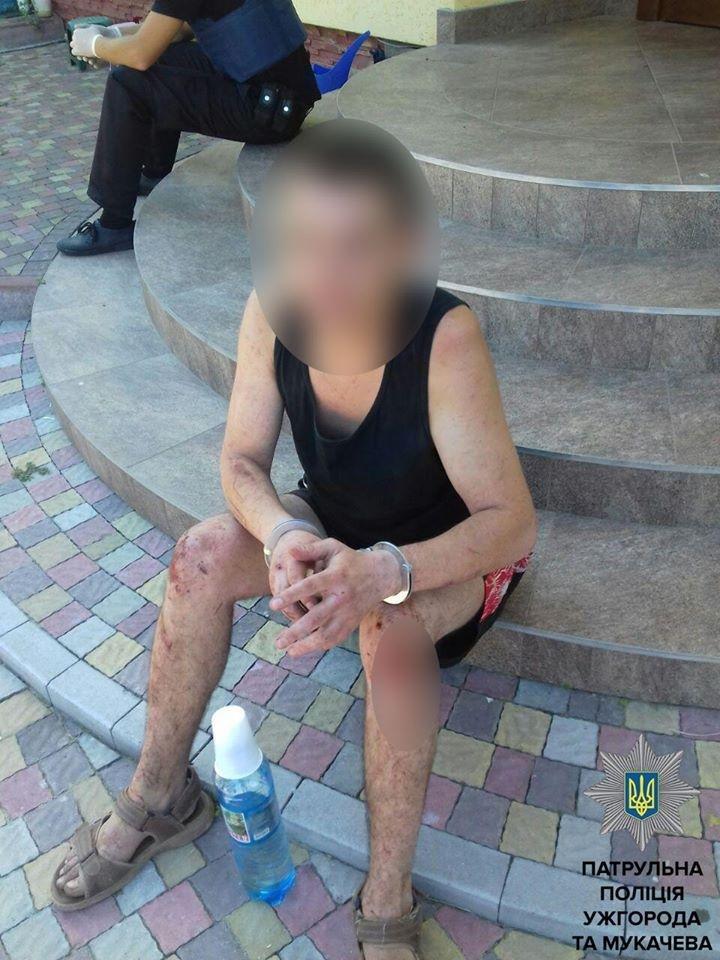 В Ужгороді п'яниця увірвався до будинку жінки у пошуках горілки: фото, фото-2