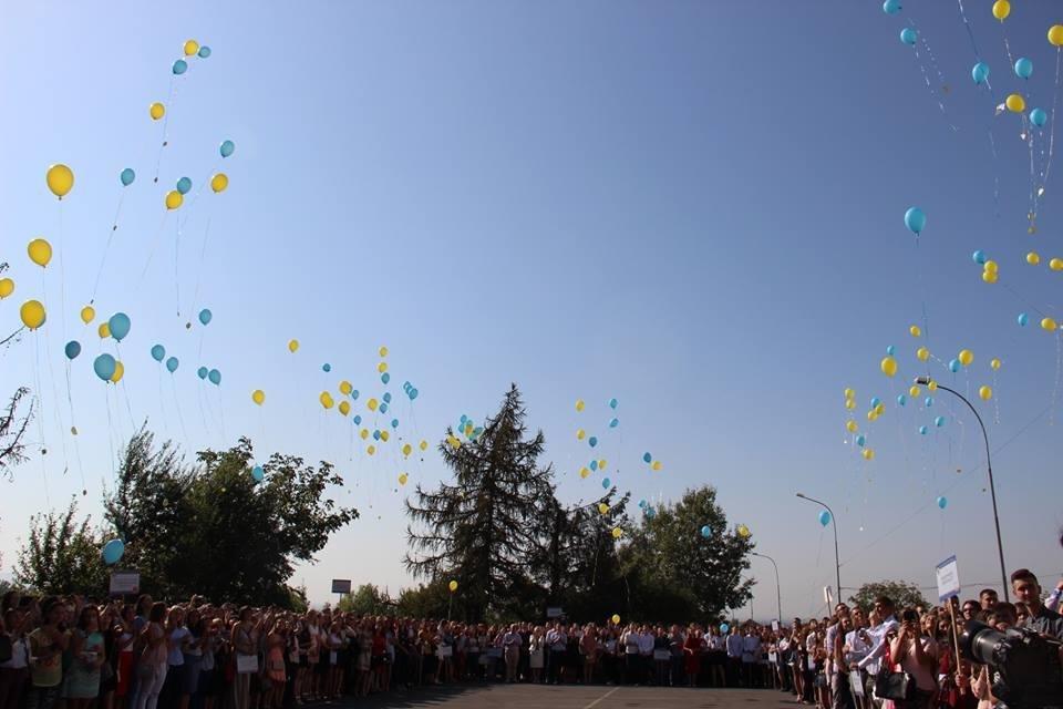 Служба в церкві і дискотека під відкритим небом: УжНУ святкує 1 вересня (ФОТОРЕПОРТАЖ), фото-5