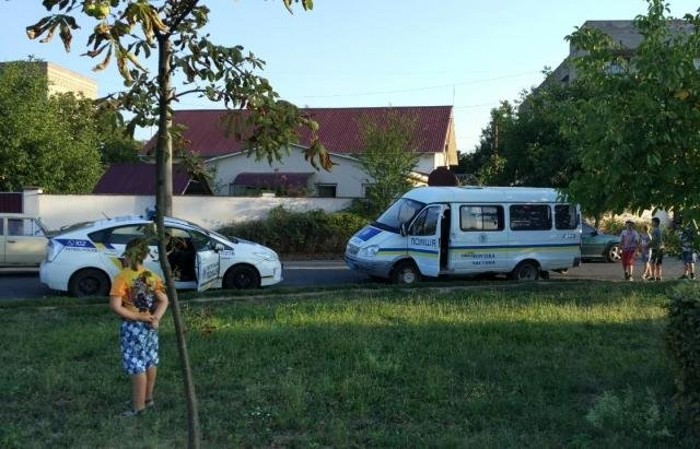 У Мукачеві на Першотравневій серед білого дня обікрали джип: на місці події багато крові (ФОТО), фото-1