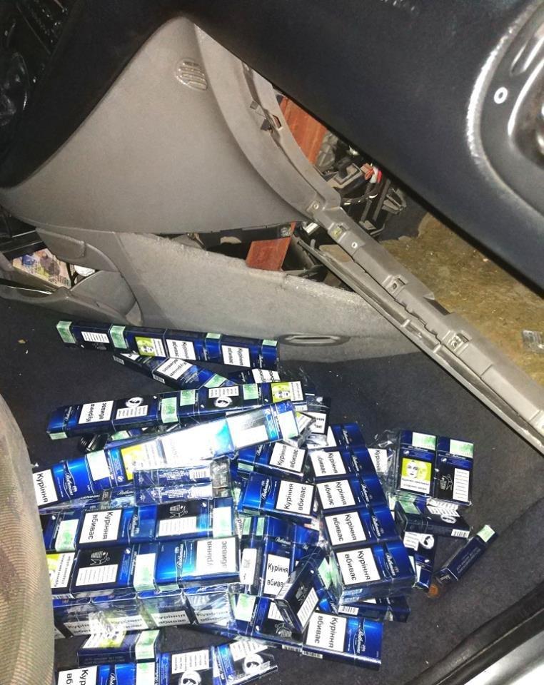 Закарпатські митники спіймали угорця, який у тайниках перевозив цигарки: чоловік залишився без авто (ФОТО), фото-5