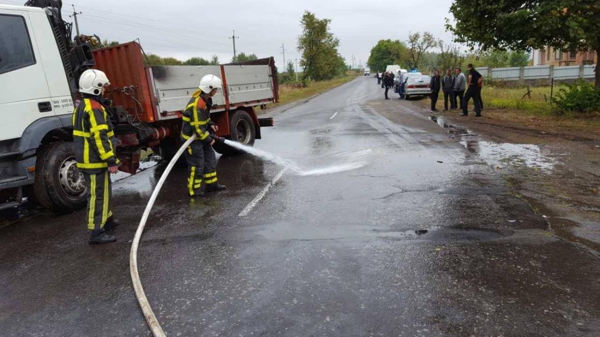 Біля Хуста вантажівка врізалась у Peugeot: пасажир загинув, ще двох госпіталізували (ФОТО), фото-2