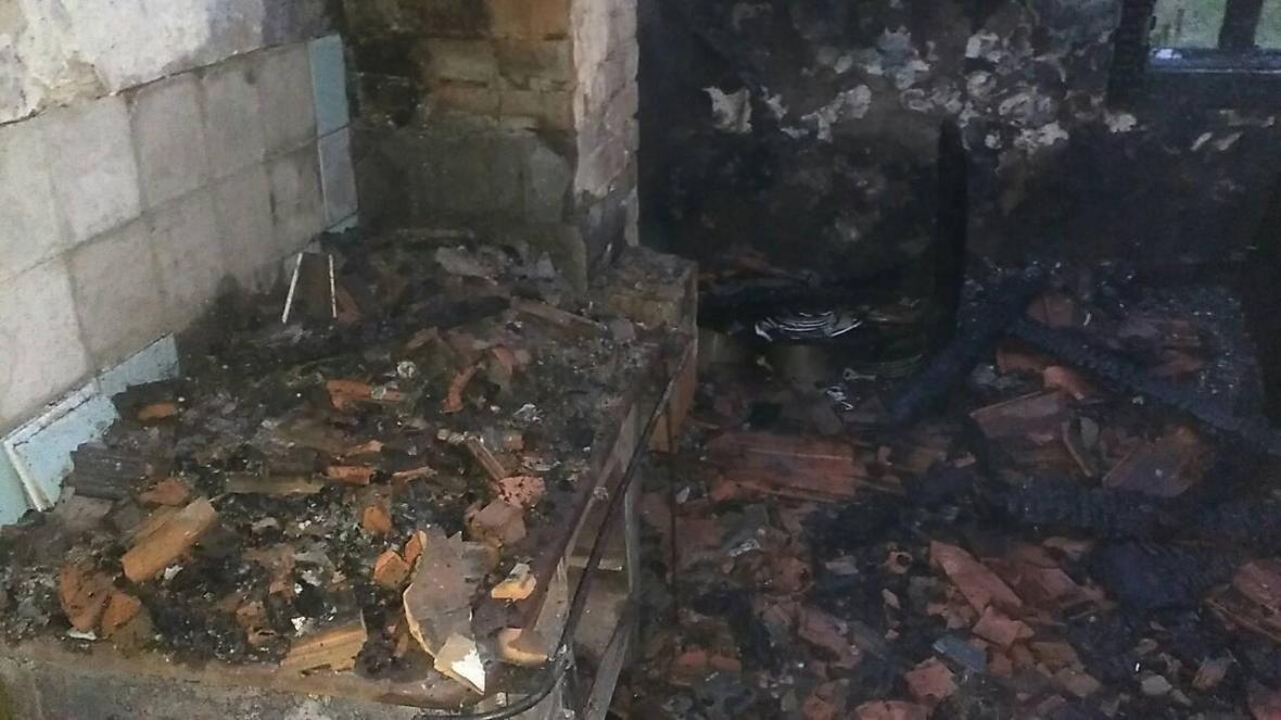 На Закарпатті під час масштабної пожежі будинку рятувальники виявили тіло чоловіка: фото, фото-2