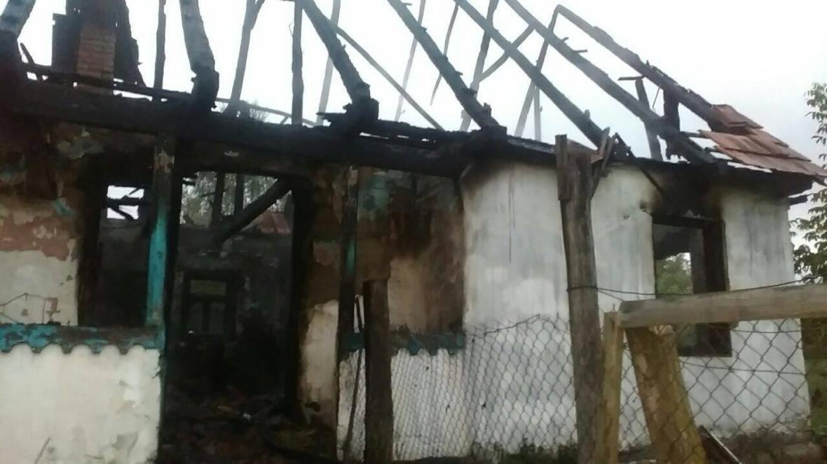 На Закарпатті під час масштабної пожежі будинку рятувальники виявили тіло чоловіка: фото, фото-1
