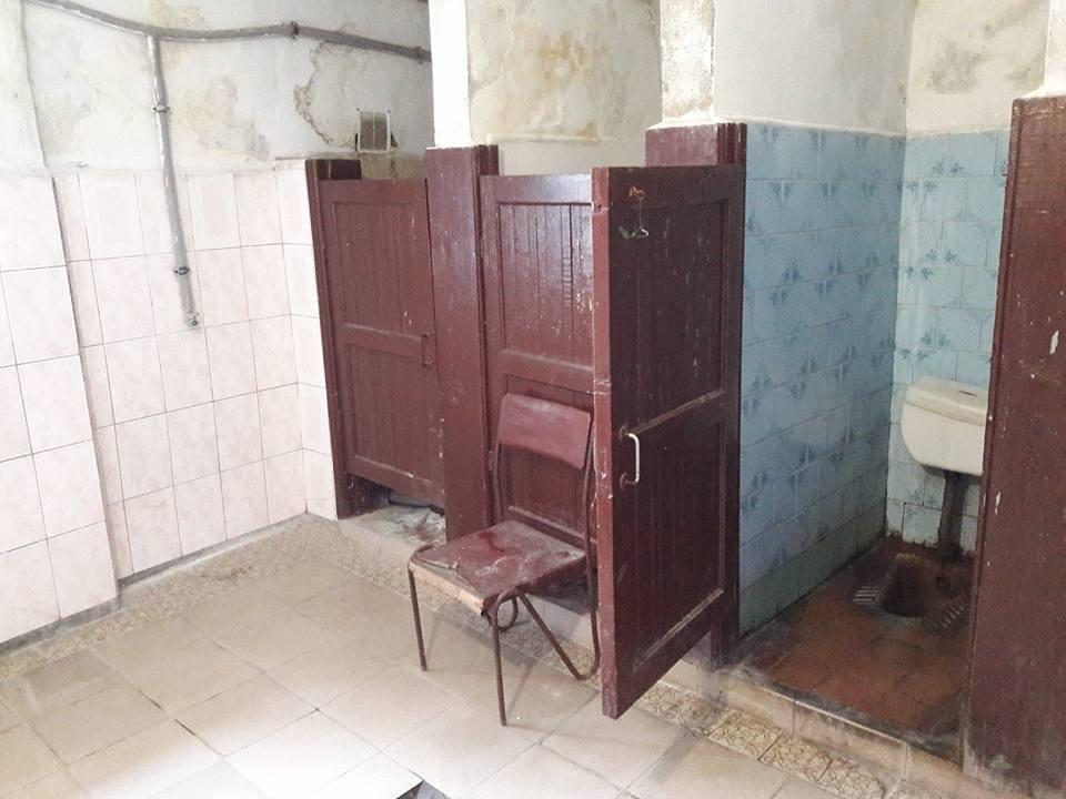 Цілковита антисанітарія: як виглядає громадський платний туалет у центрі Ужгорода (ФОТО), фото-4