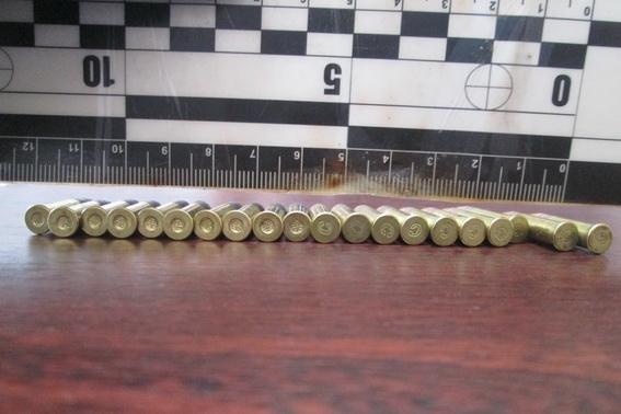 Уужгородець повідомив поліцію про чоловіка, який продавав на ринку боєприпаси: фото, фото-1