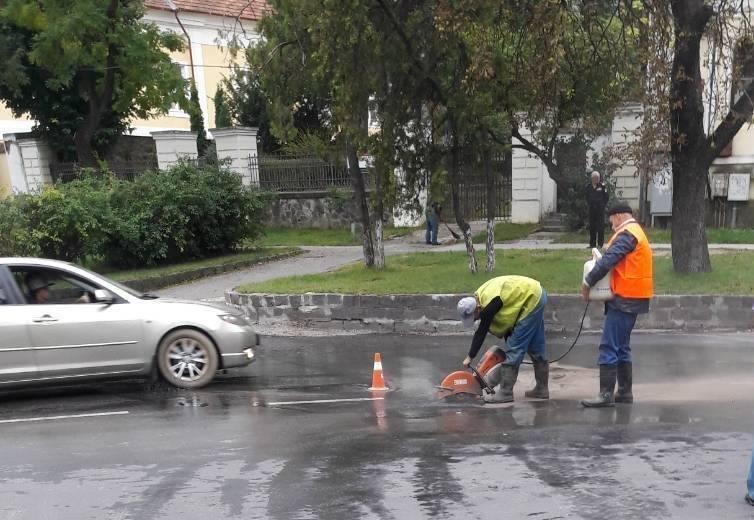 Масштабну аварію на водопроводі в Ужгороді ліквідовано: фото, фото-2
