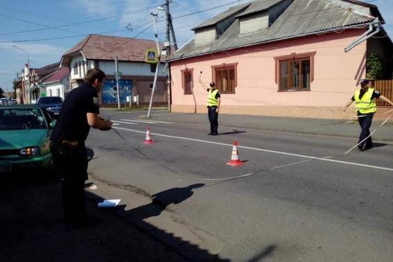 """У Мукачеві """"Фольксваген"""" на переході збив 15-річну дівчину: у потерпілої численні травми (ФОТО), фото-2"""