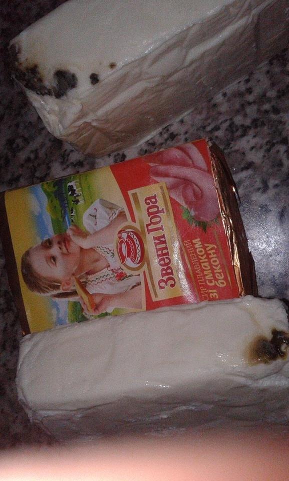 В Ужгороді в одному із магазинів жінці продали сирки, покриті цвіллю: фото, фото-4