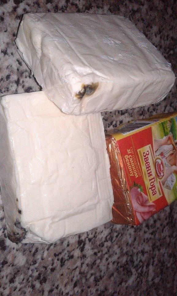 В Ужгороді в одному із магазинів жінці продали сирки, покриті цвіллю: фото, фото-3