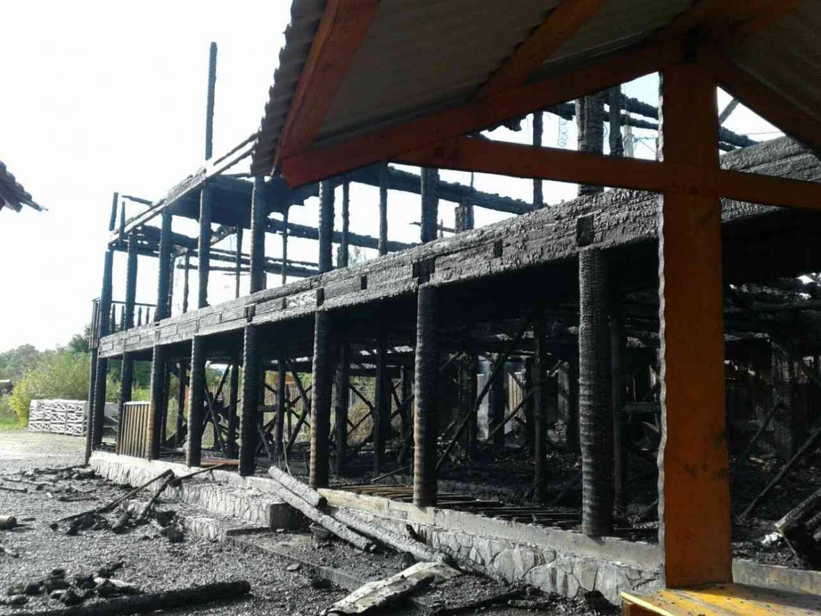 Згоріла вщент: рятувальники розповіли деталі пожежі на турбазі Тячівщині (ФОТО), фото-4