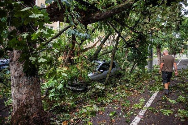 Ураган в Румунії забрав 8 життів і насувається на Україну: фото, відео, фото-3